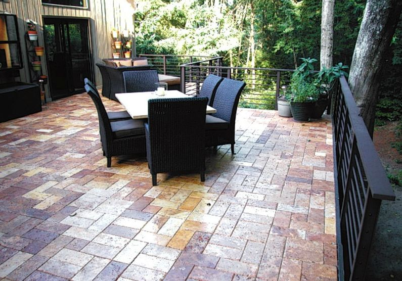 Elegant, creative Silca System elevated deck made with brick pavers