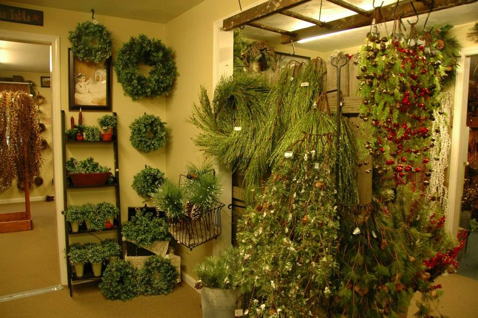 Swiss Country Lawn & Crafts: Christmas Décor To Beautify