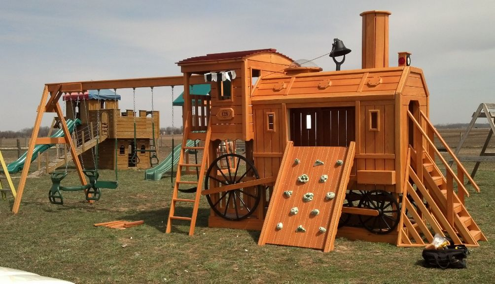 Yutzy 39 s farm market in plain city ohio play mor wooden for Southern crafted homes inventory